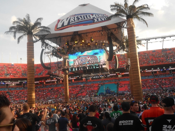 wwe-wrestlemania-28-stadium