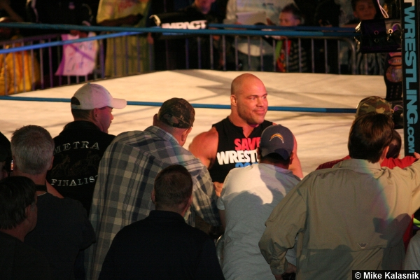 tna-kurt-angle-crowd