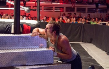 WWE TLC 2014: Who climbed the ladder and who crashed through a table?
