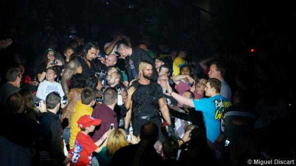 Wwe 23082013 The Shield Crowd Seth Rollins Roman Reigns