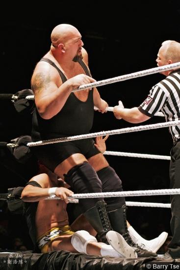 Wwe 2011 Tour Alberto Del Rio Big Show Butt