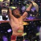 daniel-bryan-celebrates-2-wrestlemania-30