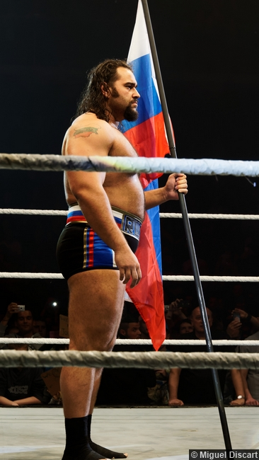 rusev-russian-flag-17042015