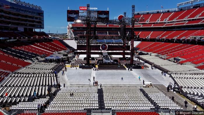 Wrestlemania 31 Arena Crowd