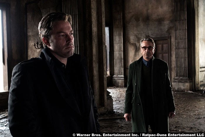 batman-superman-ben-affleck-jeremy-irons-alfred