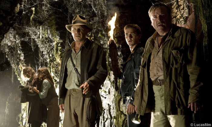 indiana-jones-harrison-ford-shia-labeouf-ray-winston-kingdom-skull