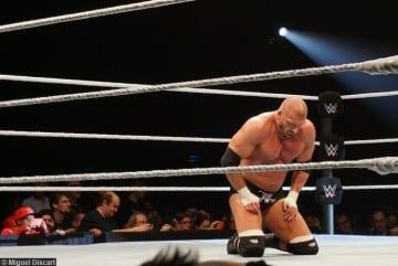 210416 Triple H Knees Sad