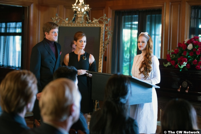 Riverdale S1e5 Madelaine Petsch Barclay Hope Nathalie Boltt