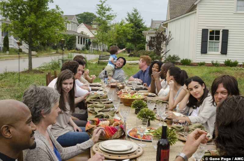 Walking Dead S7e1 Table Scene