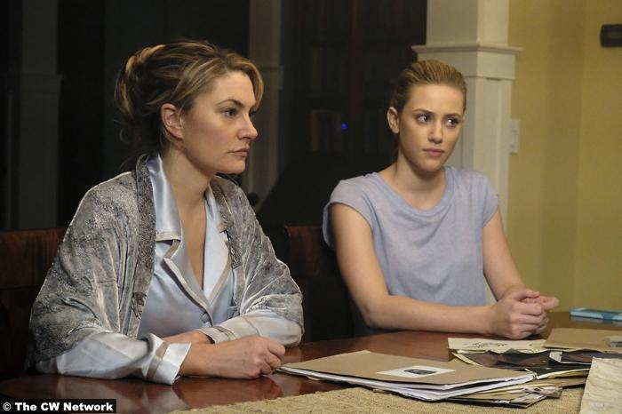 Riverdale S01e11 Lili Reinhart Jughead Betty