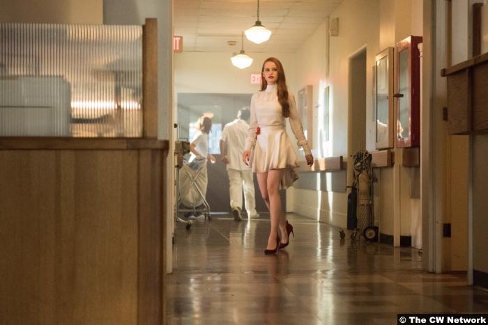 Riverdale S02e1 Madelaine Petsch Cheryl Blossom