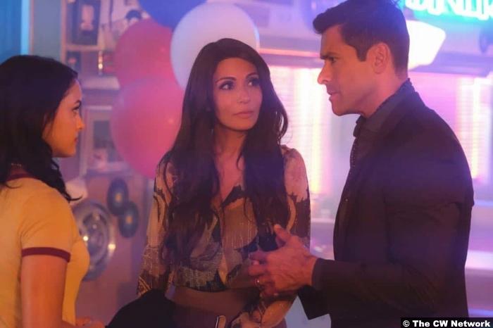Riverdale S02e2 Mark Consuelos Marisol Nichols Camila Mendes Hiram Hermione Veronica Lodge
