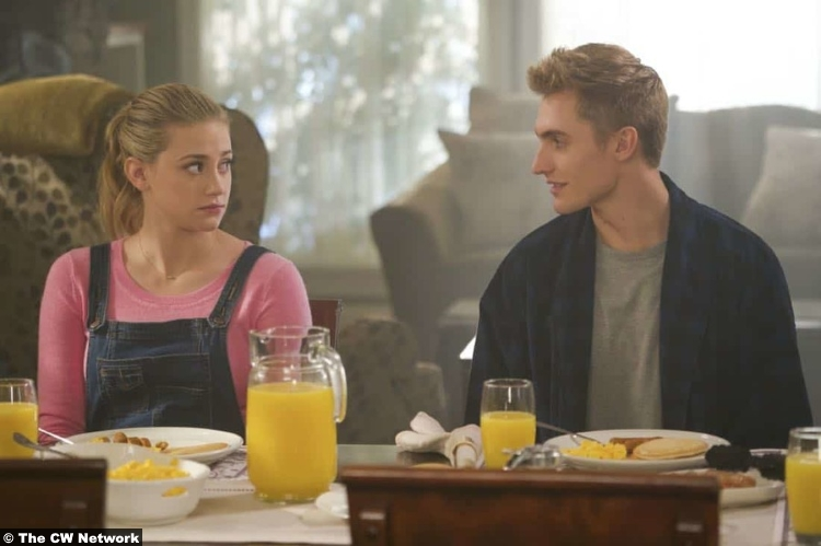 Riverdale S02e11 Lili Reinhart Hart Denton Betty Cooper Chic
