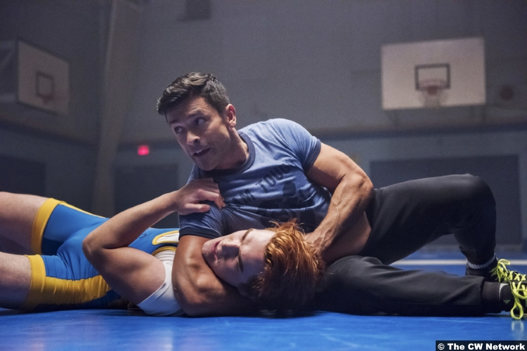 Riverdale S02e11 Mark Consuelos Kj Apa Hiram Lodge Archie Andrews