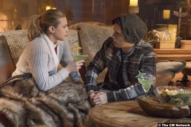 Riverdale S02e14 Cole Sprouse Lili Reinhart Jughead Betty