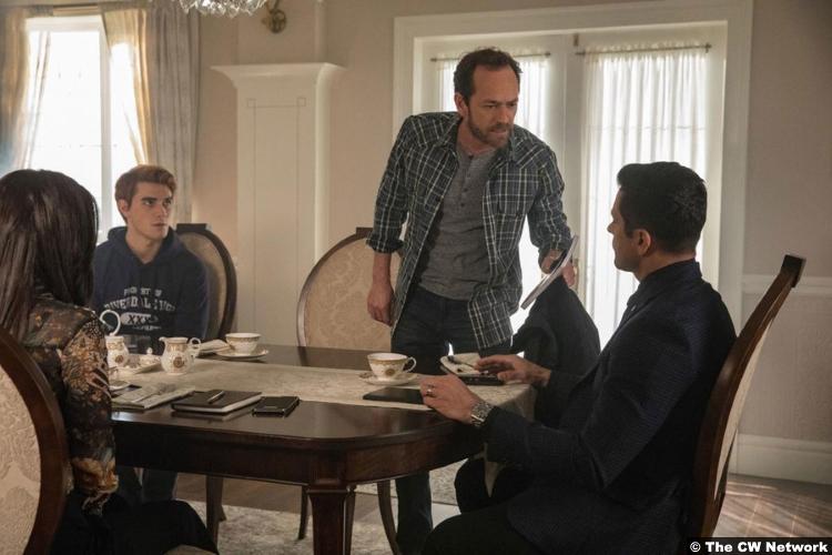 Riverdale S02e15 Luke Perry Kj Apa Fred Archie Andrews
