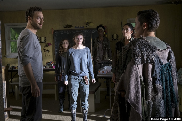 Walking Dead S8e10 Katelyn Nacon Ross Marquand Enid Aaron
