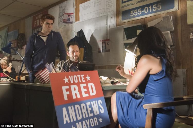 Riverdale S02e22 Luke Perry Kj Apa Fred Archie Andrews