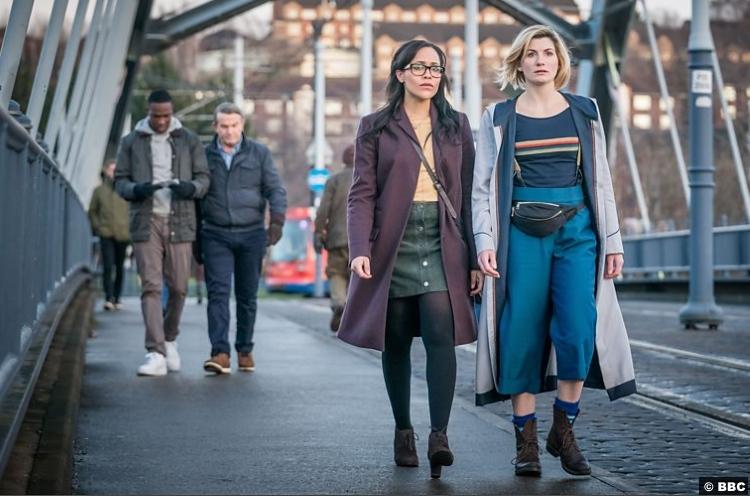 Doctor Who S011e04 Ryan Tosin Cole Jodie Whittaker Graham Bradley Walsh Tanya Fear Jade Mcintyre