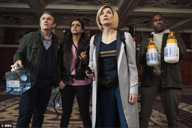 Doctor Who S011e04 Yasmin Mandip Gill Ryan Tosin Cole Jodie Whittaker Graham Bradley Walsh