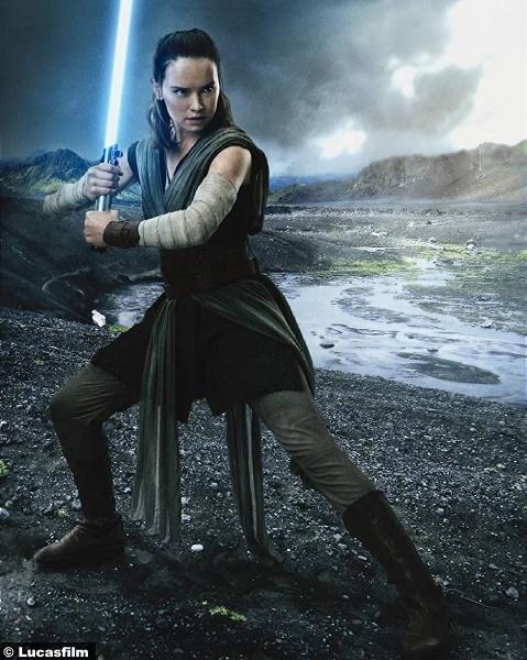 Star Wars Last Jedi Daisy Ridley Rey 6