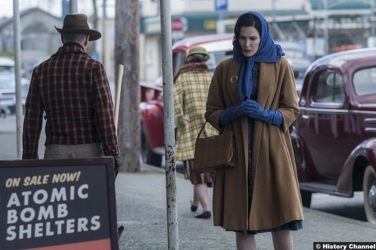 Project Blue Book S01e01 Laura Mennell Mimi Hynek