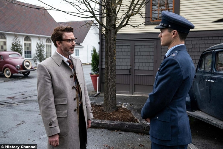 Project Blue Book S01e07 Michael Malarkey Captain Michael Quinn Aiden Gillen Dr Allen Hynek