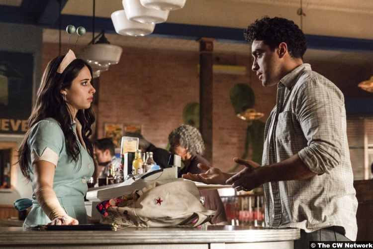 Roswell Nm S01e04 Nathan Parsons Jeanine Mason Max Evans Liz Ortecho