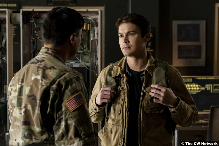 Roswell Nm S01e12 Tyler Blackburn Kiowa Gordon Alex Manes Flint
