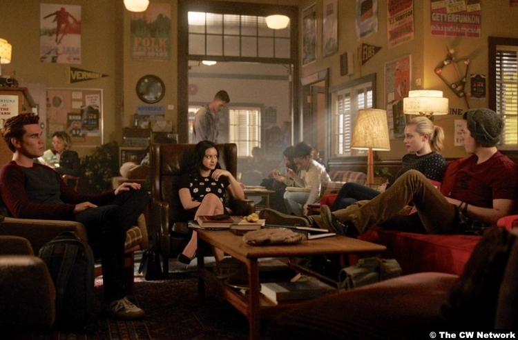 Riverdale S03e20 Cole Sprouse Kj Apa Jughead Archie Lili Reinhart Betty Cooper Camila Mendes Veronica