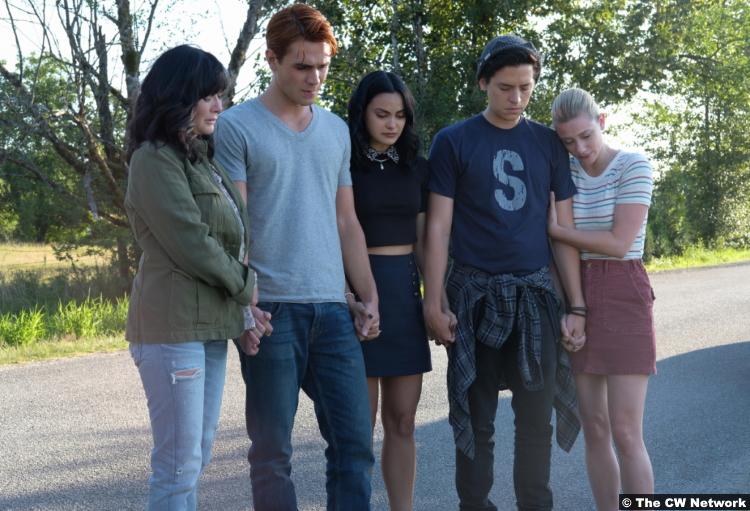 Riverdale S04e01 Shannen Doherty Cole Sprouse Lili Reinhart Camila Mendes Kj Apa Jughead Archie Betty Veronica