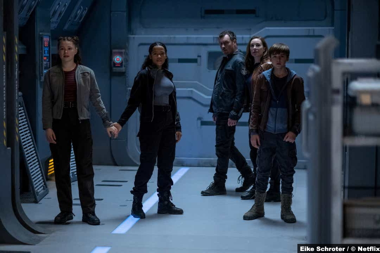 Lost Space S02 Mina Sundwall Taylor Russell Toby Stephens Molly Parker Maxwell Jenkins Penny Judy John Maureen Will Robinson
