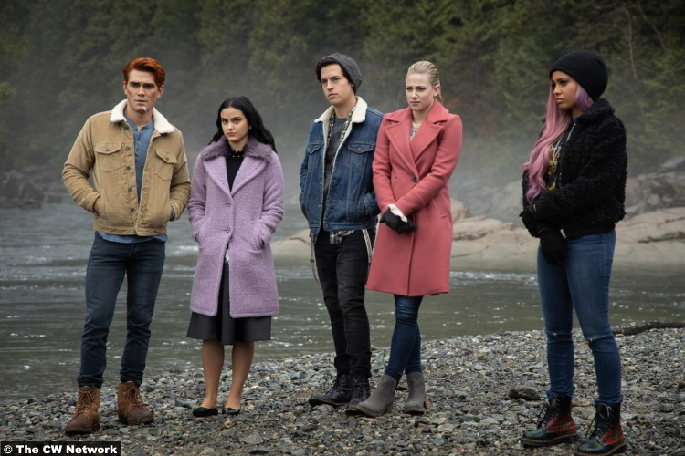 Riverdale S04e09 Riverdale S04e09 Lili Reinhart Camila Mendes Cole Sprouse Kj Apa Vanessa Morgan Jughead Archie Toni Betty Veronica