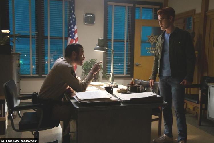 Riverdale S04e09 Skeet Ulrich Fp Jones Kj Apa Archie Andrews