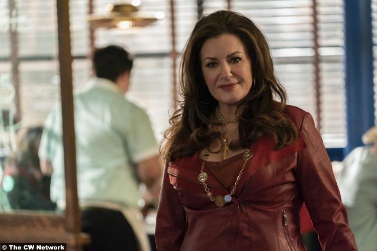 Roswell Nm S02e07 Bertila Damas Helena Ortecho