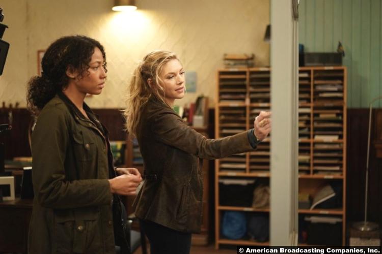 Big Sky S01e06 Kylie Bunbury and Katheryn Winnick as Cassie Dewell and Jenny Hoyt