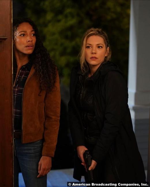 Big Sky S01e07 Kylie Bunbury and Katheryn Winnick as Cassie Dewell and Jenny Hoyt