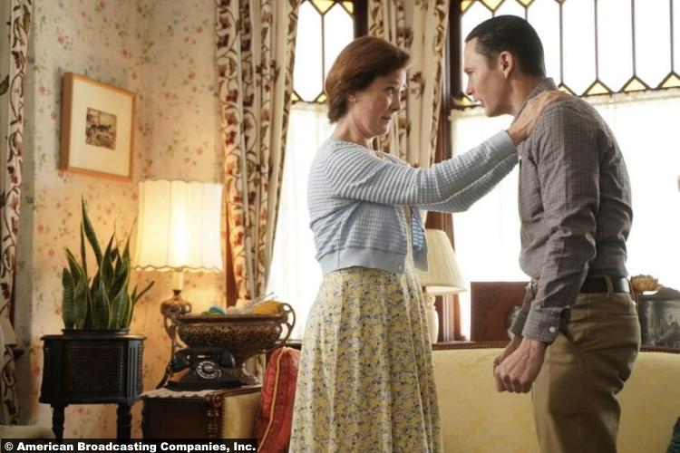 Big Sky S01e07 Valerie Mahaffey and Brian Geraghty as Helen and Ronald Pergman
