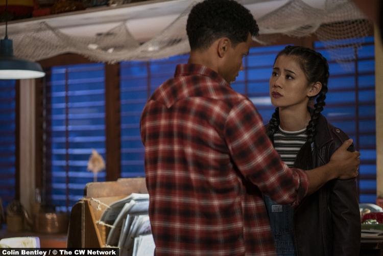 Nancy Drew S02e06 Tunji Kasim and Leah Lewis as Nick and George