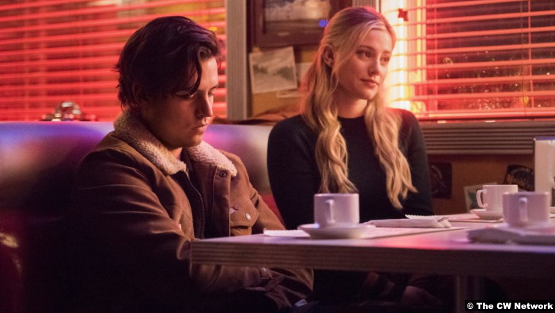 Riverdale S05e05 Cole Sprouse and Lili Reinhart as Jughead and Betty