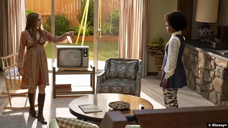 Wandavision S01e03 Elizabeth Olsen and Teyonah Parris as Wanda Maximoff aka Scarlet Witch and Geraldine aka Monica Rambeau