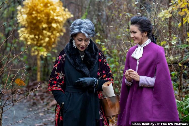 Nancy Drew S02e08 Judith Maxie and Maddison Jaizani as Diana Marvin and Bess