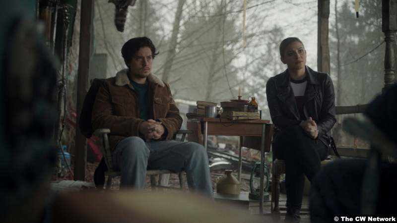 Riverdale S05e09 Cole Sprouse and Lili Reinhart as Jughead and Betty