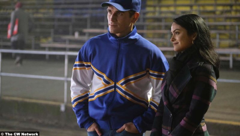 Riverdale S05e09 K.J. Apa and Camila Mendes as Archie Andrews and Veronica Lodge