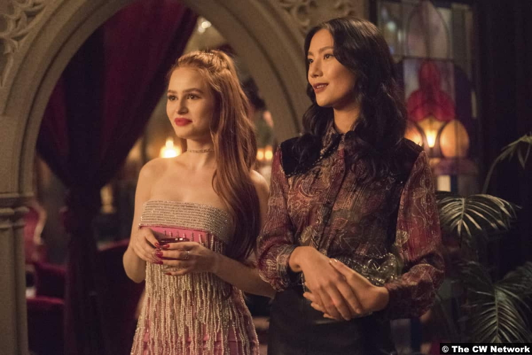 Riverdale S0e08 Madelaine Patsch and Adeline Rudolph as Cheryl Blossom and Miss Marble