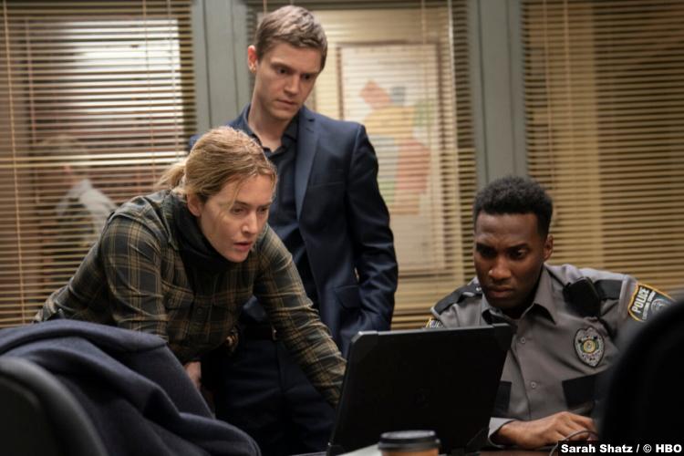 S01E02 Kate Winslet Evan Peters Justin Hurtt-Dunkley as Mare Sheehan Detective Colin Zabel Officer Ronald Trammel