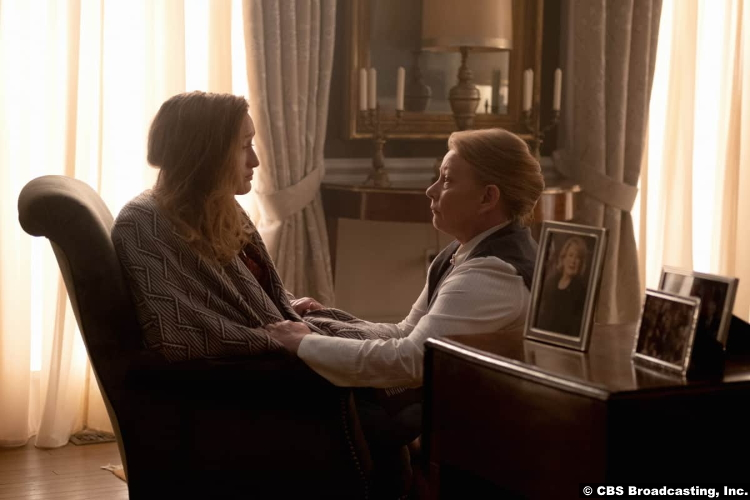 Clarice S01e09: Marnee Carpenter and Elizabeth Saunders as Catherine Martin and Bea