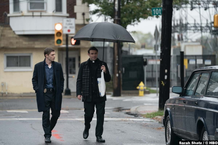 Mare Of Easttown S01e04: Evan Peters and James McArdle as Detective Colin Zabel and Deacon Mark Burton