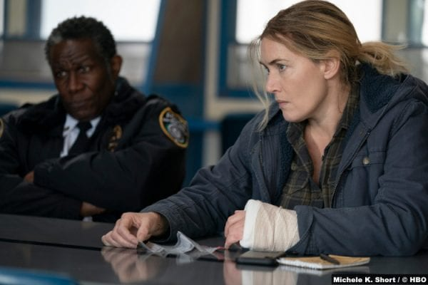 Mare Of Easttown S01e06: John Douglas Thompson and Kate Winslet as Chief Carter and Mare Sheehan