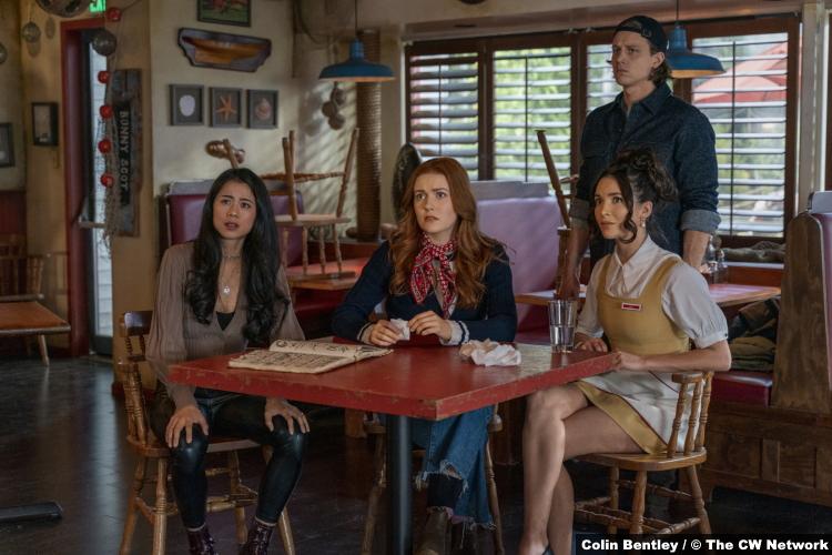 Nancy Drew S02e15: Leah Lewis Kennedy McMann Alex Saxon Maddison Jaizani as George Nancy Ace Bess